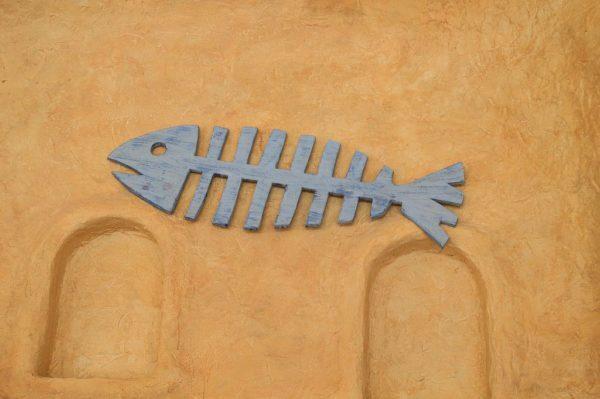 Фигура рыбы из дерева